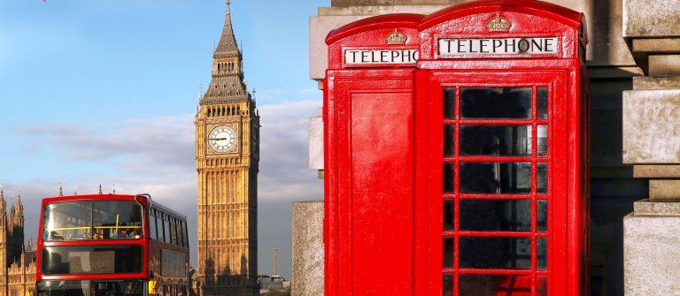 London-Hop-on-Hop-off-Bus-Telefonzelle-shutterstock_302261093