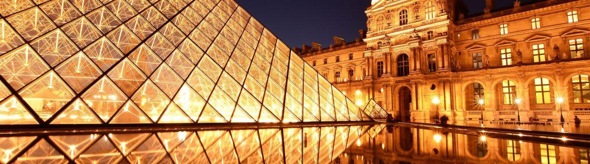 Louvre-shutterstock_151304084