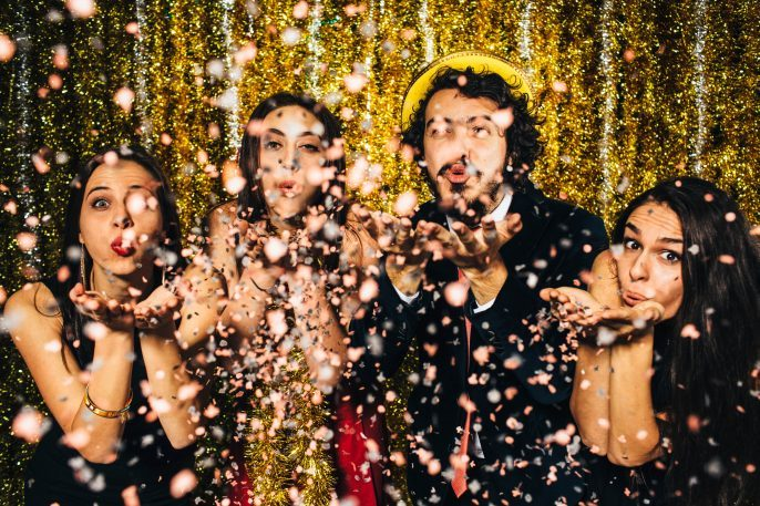 Silvester-party-iStock_78845209_XLARGE-2-2