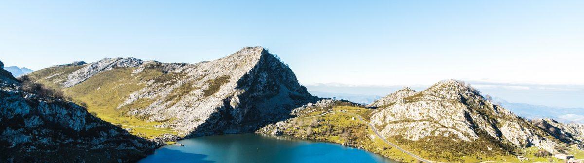 lago-enol-covadonga-picos-de-europa-asturias-willian-justen-de-vasconcellos-582096-unsplash