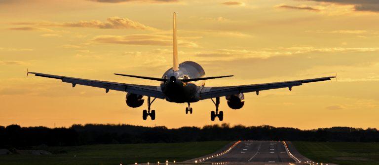 Flugzeug Start shutterstock_96390125