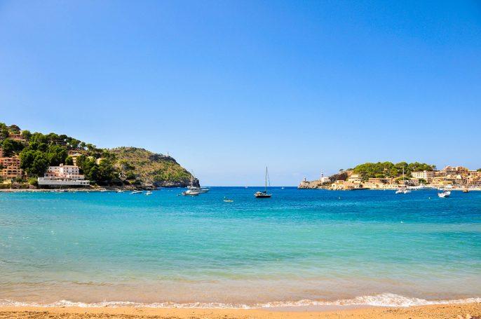 Mallorca Puerto de Soller iStock_000011963578_Large