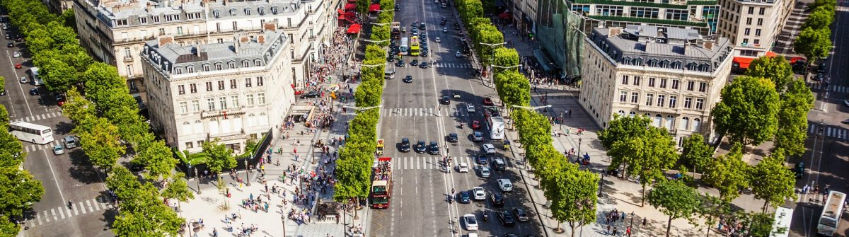 Champs Elysee – Axe historique in Paris, France iStock_000089067741_Large EDITORIAL ONLY Christian Mueller-2