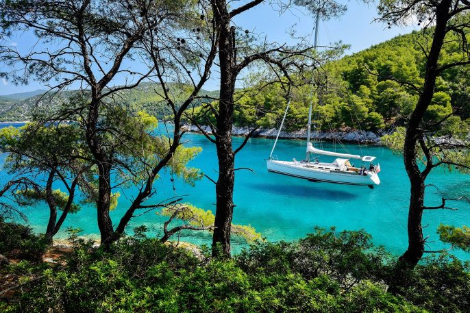 Segelschiff Anker in Skopelos Griechenland Greece iStock_000027847656_Large-2