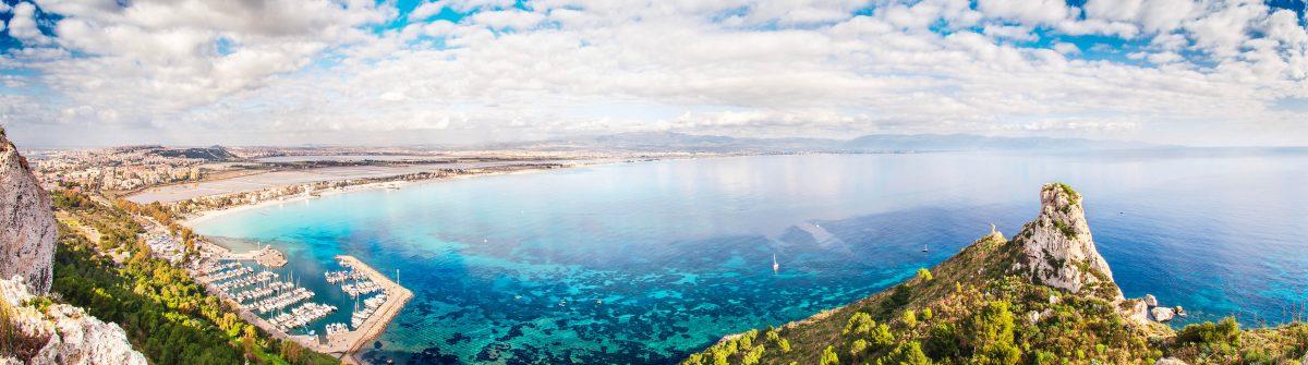 """Panoramic view over the """"Sella del Diavolo"""" and Cagliari"""