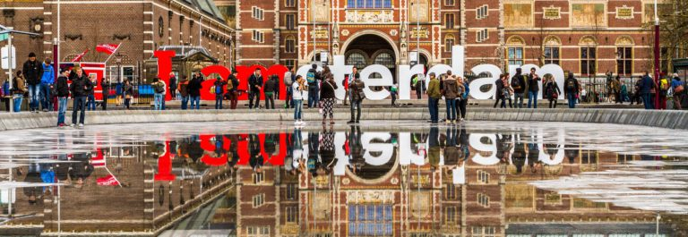 letters-i-am-amsterdam-near-rijksmuseum-amsterdam-shutterstock_423969829-editorial-only-dominionart-2