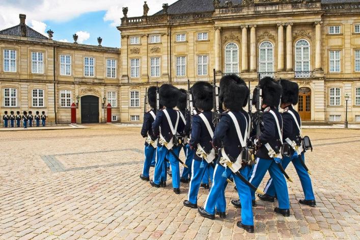 royal-guard-in-amalienborg-castle-in-copenhagen-in-denmark-shutterstock_203100286-2