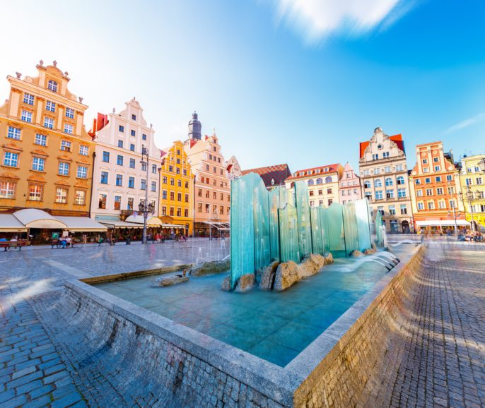 location-famous-market-square-in-wroclaw-poland-europe-_shutterstock_424831045