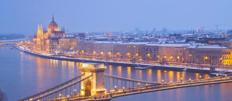 budapest_ungarn_winter_parlament_kettenbrucke_shutterstock_135502004